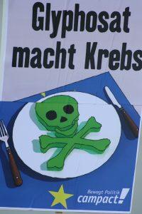 http://kirsten-tackmann.de/wp-content/uploads/2015/09/150928_Demo_AerztegegenGlyphosat_GmachtKrebs-200x300.jpg